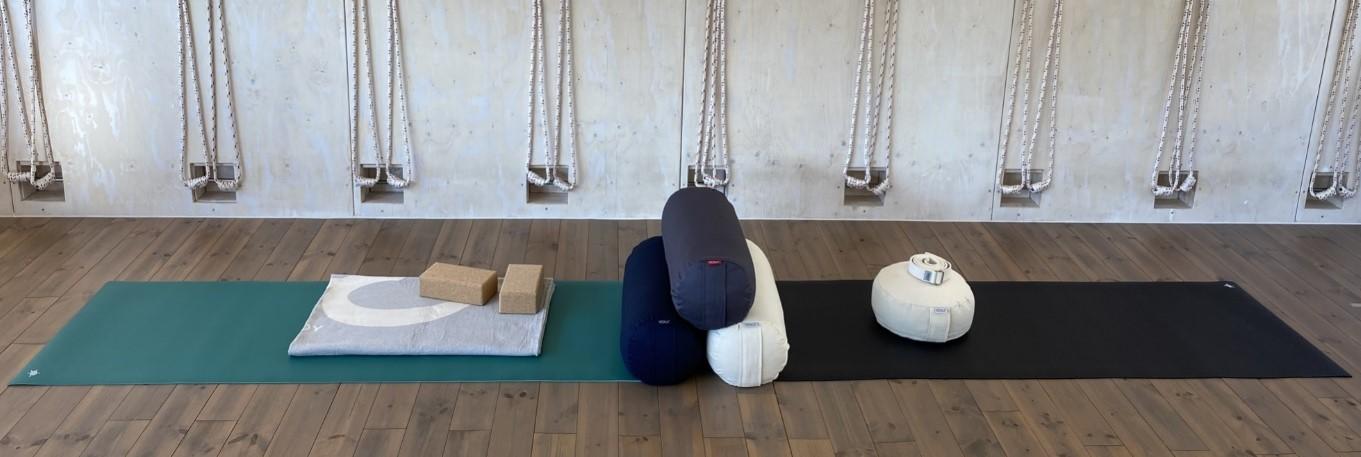 Startbild mit Polster YOGI und Yogamatte Kurma GECO Lite
